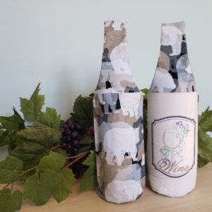 Wine tote featuring bears and wine frame